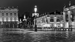 France - Nancy - Stanislas place... desert and cold (Philippe Larosa) Tags: france nancy stanislas place architecture light lumière night nuit blackandwhite noiretblanc alone seul desert
