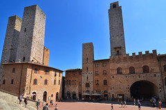 Old tower houses (Thomas Roland) Tags: unesco world heritage site europe europa italy italia italien sommer summer nikon d7000 travel rejse toscana tuscany by stadt town city siena piazza del duomo san gimignano medieval tower towers