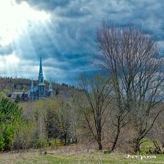 La lumière à travers les nuages (guysamsonphoto) Tags: guysamson arthabaska église church clouds nuages piedsdevent saintchristophedarthabaska spring printemps