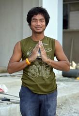 polite construction worker (the foreign photographer - ฝรั่งถ่) Tags: polite construction worker wai bangkhen bangkok thailand nikon d3200