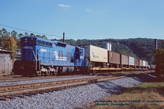 CR 6998, Allentown, PA. 10-06-1979 (jackdk) Tags: train railroad railway emd locomotive emdsd9 emdsd7 sd7 sd9 cr conrail pc penncentral pennsy pennsylvaniarailroad prr allentown allentownpa fallenflag standardcab highhood trailertrain tofc jackmp2945 jackmp294 jack 6998 cr6998 prr8588 8588