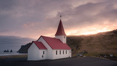 Vik Church (Iceland) / Iglesia de Vik (Islandia) (In Explore 14/01/2020 #41) (Antonio F. Alvarez) Tags: natural nature iceland cold church white red sunset sun orange landscape cloudscape dramatic naturaleza iglesia vik islandia atardecer nikond750 tamron 1530 1530mm nisi filter filtro catholic holidays trip paisaje frio naranja kirkja nubes
