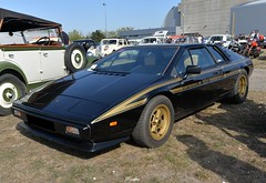 1978 LOTUS Esprit S2 JPS  'John Player Special commemorative edition' n°17 (pontfire) Tags: auto moto rouen 2019 1978 78 esprit s2 jps lotus world champion formula one sports anglaise de sport british john player special anthony colin bruce chapman old antique cars classic vieille voiture collection car autos automobili automobile automobiles voitures coche coches wagen pontfire bil αυτοκίνητο 車 автомобиль oldtimer european ancien automotive classics black gold noire or eure 自動車 מכונית england gb