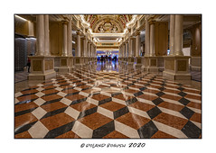 Is your oeile sufficiently tromped? (Roland Bogush) Tags: lasvegas opticalillusion venetian sonyrx100mk7
