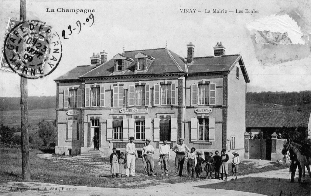 Vinay-04_La_mairie_les_ecoles