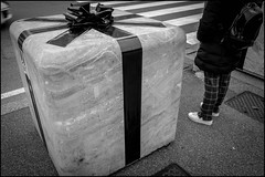 Wrapped Cube (GColoPhotographer) Tags: bergamo bw bianconero street cube ribbon wrapping blackandwhite streephotography