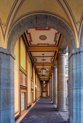 Säulenhof, Münchner Rück (Jutta Achrainer) Tags: achrainerjutta fe1224mmf4g münchen sonyalpha7riii münchnerrück munichre arkaden säulenhof königinstr