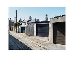 garages (chrisinplymouth) Tags: garage garagedoor backlane plymouth devon england uk city cw69x xg trait cameo diagonal perspective devonport alley r261 diag