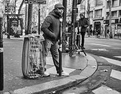 Mann (rainerneumann831) Tags: bw blackwhite street streetscene ©rainerneumann urban monochrome candid city streetphotography blackandwhite paris mann zebrastreifen