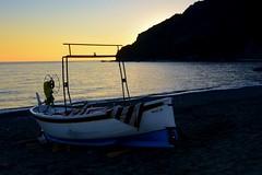 """""""Gozzo""""... (Renato Pizzutti) Tags: liguria rivatrigoso spiaggia mare tramonto cielo gozzo barcadapesca nikond750 renatopizzutti"""