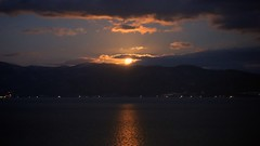 Watch a sunset at the Toya Sun Palace Resort & Spa. (MIKI Yoshihito. (#mikiyoshihito)) Tags: toyasunpalaceresortspa 洞爺湖 toya toyalake サンパレス 洞爺湖温泉 japan hokkaido onsen 温泉 北海道 laketoya lake
