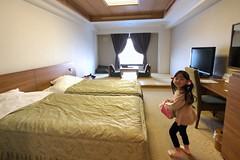 SAKIKO check in to Toya Sun Palace Resort & Spa. (MIKI Yoshihito. (#mikiyoshihito)) Tags: toyasunpalaceresortspa 洞爺湖 toya toyalake サンパレス 洞爺湖温泉 japan hokkaido onsen 温泉 北海道 sakiko 咲子 さきこ サキコ daughter 次女 4歳 laketoya lake