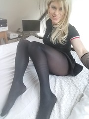 Just been sent this lovely pair of black Wolford Neon 40's by an online friend. So had to take a selfie so she could see me wearing them. (Miss Nina Jay) Tags: wolford tights
