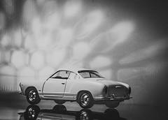 Karmann Ghia (Günter Hentschel) Tags: sw bw blackwhite schwarzweis 2020 1 januar januar2020 karmannghia vw hentschel flickr deutschland germany germania alemania allemagne nikon nrw nikond5500 d5500 modellauto modellcar modell fotomodell auto car