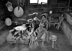 "MEXICO, Maya-Traditionelles in Zinacantán, kitchen, 19442/12266 (roba66) Tags: religion reisen travel explore voyages rundreise visit tourism roba66 mexiko mexico mécico méjico nordamerika northamerica zentralamerika yukatanhalbinsel 2017 chiapas zinacantán tzotzilmaya tradition urlaub geschichte frauen menschen leute maya woman women cityscape urban ""street capture"" strasenszene dorf people indigen brauchtum monochrome blackwhite bw blancoynegro swbw negro blackandwhite blancoenero byn bretoebranco einfarbig ""schwarzweis"""