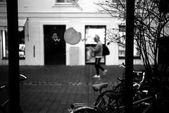 Comming home (Leica M6) (stefankamert) Tags: freising deutschland film analog analogue leica m6 leicam6 kodak trix blackandwhite blackwhite bw grain people stefankamert summitar noir noiretblanc blur blurry