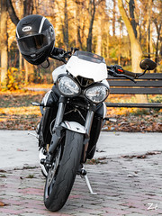 BBA01079 (zépapa) Tags: triumph street triple rs 765 2019 crystal white sony a6300 55210mm streettriple bell star helmet bellstar mips starmips front headlight autumn colors yellow orange red autumncolor