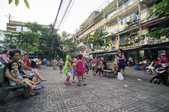 (kuuan) Tags: tokinaf3517mm 17mm tokina mf manualfocus tokinarmc tokinarmcf3517mm a7 sonya7 ilce7 sony saigon street architecture hcmc vietnam kids playing playground grandma phường1quan3