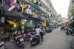 (kuuan) Tags: tokinaf3517mm 17mm tokina mf manualfocus tokinarmc tokinarmcf3517mm a7 sonya7 ilce7 sony saigon cafe street architecture hcmc vietnam housing motorbike phường1quan3