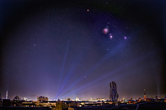 Orion und Winterdreieck über Berlin (mathias.goedeker) Tags: berlin deutschland orion orionnebel pferdekopfnebel clearsky lightpollution winterdreieck moabit skyline astrophotography astronomy constellation