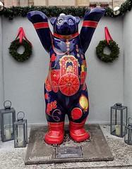 The One and Only ..... (Sockenhummel) Tags: buddybären weihnachtsmarkt weihnachtsmarktgendarmenmarkt bär berlin bear figur skulptur sculpture buddybear buddybär sony rx100m4