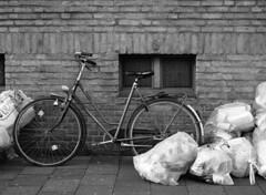 Schrott (Ernst-Jan de Vries) Tags: ilfordhp5 ilfosol3 19 ilfosol zwartwit blackwhite mamiya mediumformat mittelformat middenformaat film analoog analogue analog scan epson4490 negative negatief 120 645 m645 monochrome blackandwhite filmisnotdead ishootfilm wall brick bricks mauer muur fiets fahrrad bike bicycle garbish müll afval waste schrott street city transport urban orangefilter