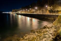 IMG_1622 (rualquegui) Tags: noche españa cantabria santoña tiempo exposicion mar ciudad luz luces amarillo azul reflejo