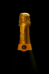 Anglų lietuvių žodynas. Žodis fizz reiškia 1. v šnypšti; 2. n 1) šnypštimas; 2) šnek. šampanas lietuviškai.