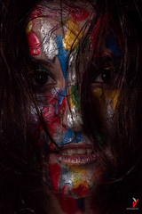 Dark and colorful. Dark smile. (Carlos Velayos) Tags: retrato portrait mujer woman chica girl color colorful colorido strobist mirada gaze