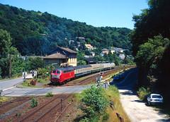 Lahnbahn-Idylle (trainspotter64) Tags: eisenbahn zug train treno tren trein railroad railway spoorwegen vlak bahn db lokomotive lok diesellok br216 rheinlandpfalz lahntal lahntalbahn bahnhof formsignal