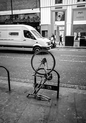 the end (Jack_from_Paris) Tags: q1000131bw leica q2 19050 dng mode lightroom capture nx2 rangefinder télémétrique hybride blackandwhite monochrome bw noiretblanc noir et blanc monochrom wide angle summilux 28mm street bike cadre bicyclette london londres