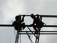welders in the sky (the foreign photographer - ฝรั่งถ่) Tags: two welders steel frame silhouettes sky construction site bangkhen bangkok thailand sony rx100