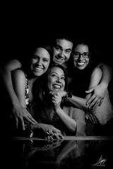 """Juntos"" (Alyaz7) Tags: nikond7200 lentenikonnikkorafs35mm118gdx trabajosfotográficos photojobs sesiónfotográfica photoshoot portrait retrato familia family felicidad happiness amor love clavebaja lowkey flashtriggersyongnuorf603nii flashyongnuoyn560ii blancoynegro blackandwhite alyazphotography"