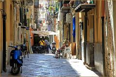 Dans le vieux Palerme, Sicile, Italie (claude lina) Tags: claudelina italia italie italy sicilia sicile sicily palermo palerme ville town cita architecture rue street