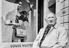 Louis Vuitton (rainerneumann831) Tags: bw blackwhite street streetscene ©rainerneumann urban monochrome candid city streetphotography blackandwhite paris mann werbung louisvuitton