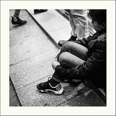 Un regard (Napafloma-Photographe) Tags: 2019 bandw bw france géographie métiersetpersonnages paris personnes portraitposeanonymes techniquephoto blackandwhite enfant monochrome napaflomaphotographe noiretblanc noiretblancfrance photoderue photographe province streetphoto streetphotography ville