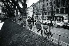 winter day@Kö, Düsseldorf (Amselchen) Tags: shadow blackandwhite monochrome bicycle mono sony fe f18 twop ilce7rm2 fe35mmf18 sel35f18f street streetphotography city germany bokeh blur dof depthoffield winter season