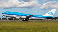 PH-BFY Boeing 747-400 KLM (BOSCHH) Tags: ams airport amsterdam eham netherlands general military civil aviation aviationdaily aviationgeek canon fighter fighterjet flight fly air force airline airplane helicopter jet photo photography photos pilot plane planespotting sky spotting cockpit boeing 747 747200 747400 747sp queen skies phbfy klm