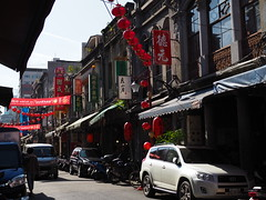 Dihua Street (murozo) Tags: 迪化街 dihua street architecture taipei car bike wholesale lantern shop taiwan 車 バイク スクーター 建物 問屋街 街並み 台北 台湾 冬 winter