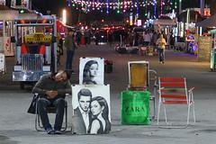 Sin clientes. (J.G.Sansano) Tags: retrato street streetphotography calle noche nocturno fotografíacallejera paisajeurbano g7xii
