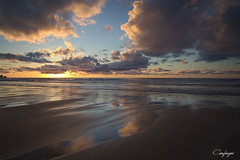 Dulce condena... (cienfuegos84) Tags: sunset nubes atardecer clouds playa beach azul blue reflejos