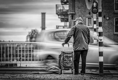WeWaitAndWait (Peter M. Meijer) Tags: rotterdam ricohgriii urban people strada strasse street fotografiacallejera holland bw bn monochrome