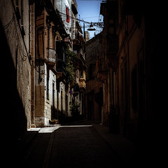 Catching the light (vale0065) Tags: light sunlight sun licht zonlicht zon straat steeg steegje street alley malta island eiland smal narrow schaduw shadow blue blauw sky lucht