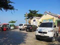 Guan Yin Shrine, Hua Hin (Stewie1980) Tags: thailand tub mae yin guan jao ocean sea cars temple tim shrine gulf chinese หัวหิน ประเทศไทย huahin