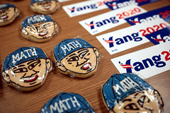 Andrew Yang cookies & stickers (Gage Skidmore) Tags: andrew yang cookies bumper stickers town hall american legion post 111 newton iowa presidential campaign