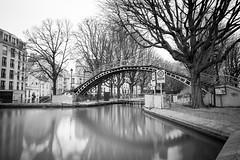 Canal Saint-Martin (mamat75019) Tags: saintmartin canal paris nb bw eau poselongue exposure long mirror watermirror contrasts pont bridge fuji 14mm f28