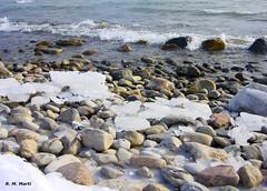 Freezing water (R. M. Marti) Tags: ontario invierno frío nieve rocas agua lago winter cold snow rocks water lake