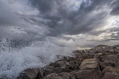 tormenta!! (Mauro Esains) Tags: agua piedras patagonia paisaje playa paseo paisajes cielo chubut comodoro rivadavia nubes nikon olas angular