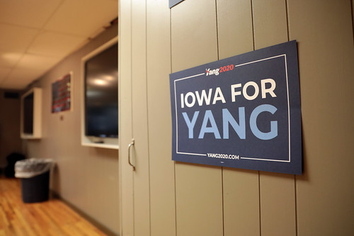 Andrew Yang sign by Gage Skidmore, on Flickr