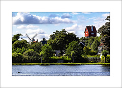 The House In The Clouds (Fermat 48) Tags: thorpeness suffolk houseintheclouds windmill lake water watertower canon eos 7dmarkii ef24105mmf4lisusm